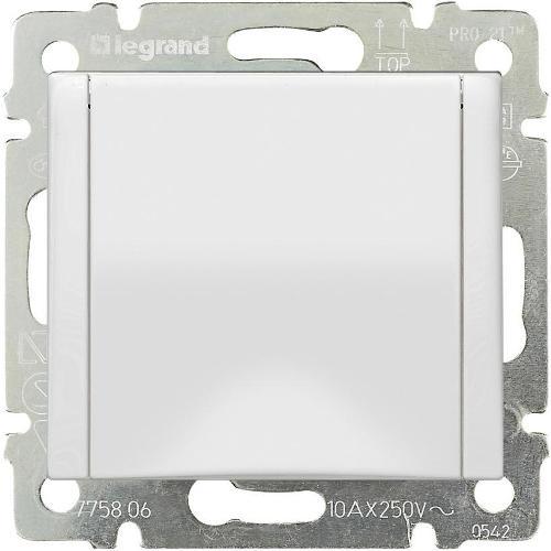 Legrand Valena Розетка с заземлением 2К+З с крышкой Белая